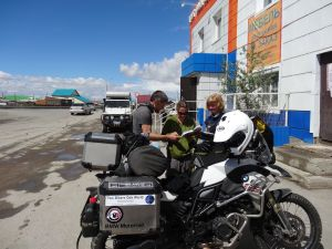 Swedish bikers on their way to Mongolia - swapping stories, maps and sim cards