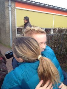 Niels finishes school and comes running out